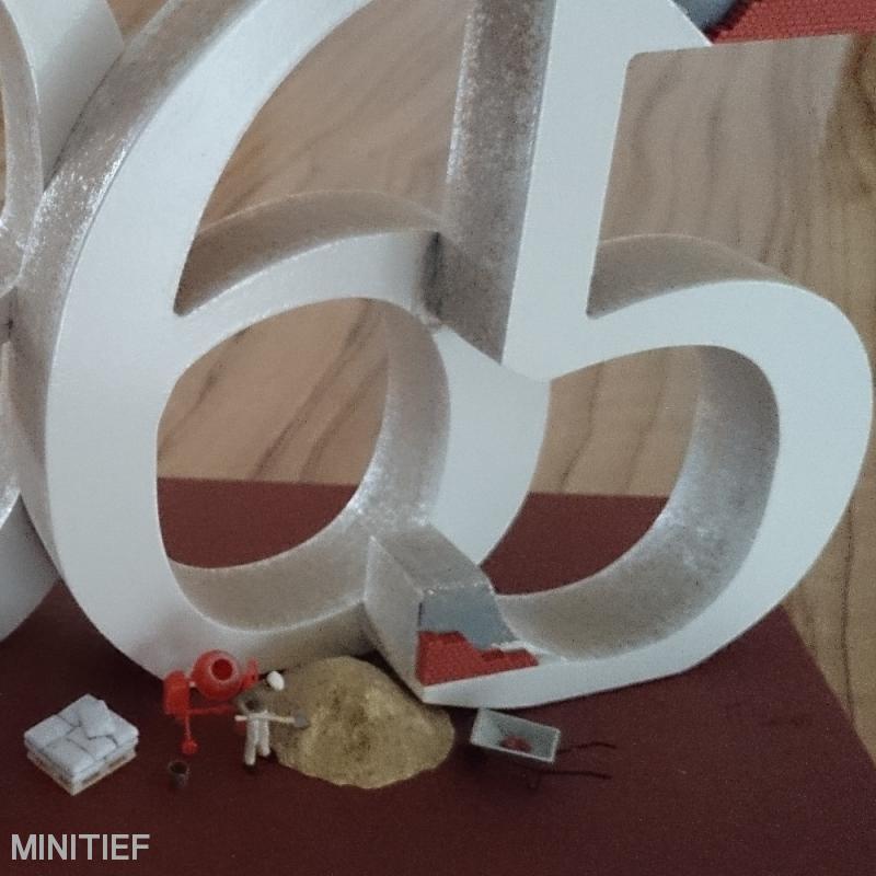 """Teilbild Miniaturobjekt """"Born in 1965"""""""